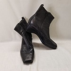 CLARKS Black Leather Ankle Side Zip Bootie Womens